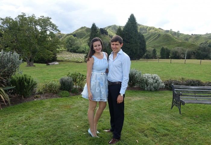 Photo of Eva and Sam, the TravellingEntrepreneurs, in the New Zealand countryside